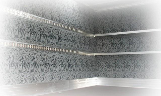 Celoplošné molitanové čalounění hliníkové skříňové nástavby
